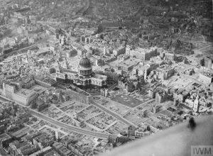 Remise de la Legion d'honneur a la ville de Londres